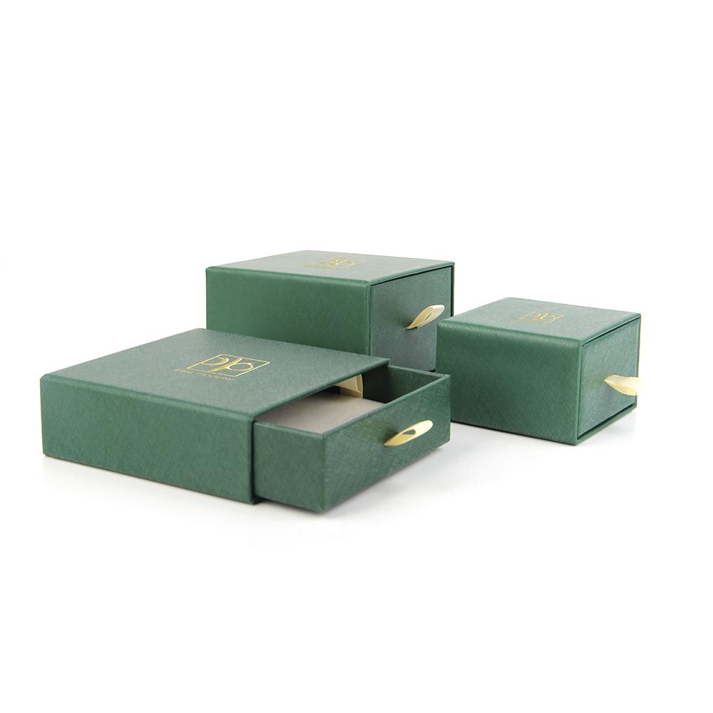 一个系列的珠宝套装包装盒为什么更多使用纸质而不是胶胚